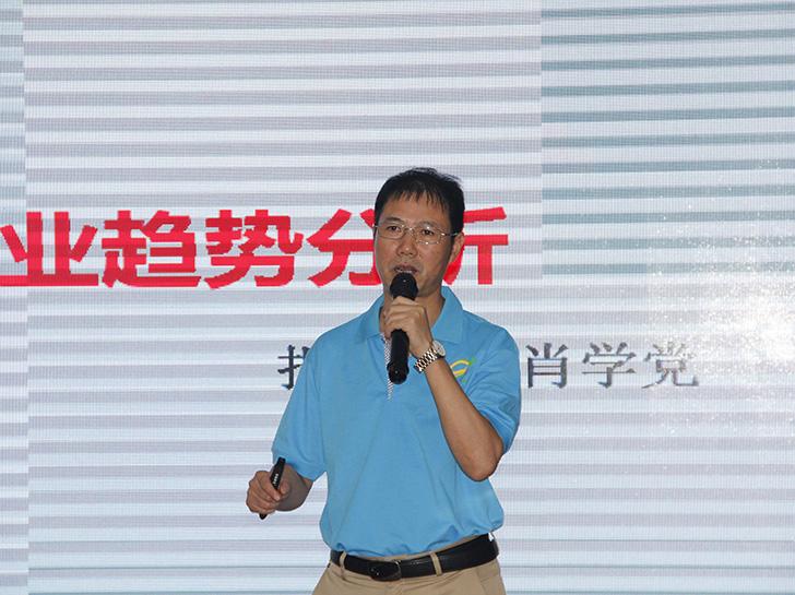 信阳市万博app客户端科技有限公司董事长肖学党。