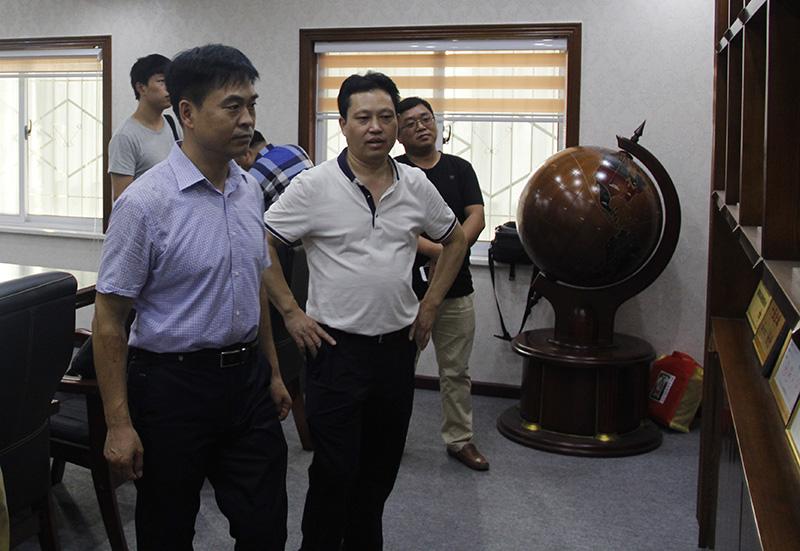 河南省散装水泥办公室领导调研信阳万博app客户端