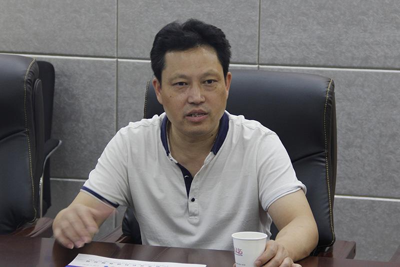 信阳万博app客户端党支部书记、副总经理陈安平介绍公司发展情况。