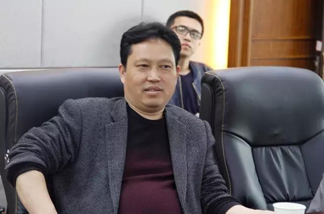 信阳市万博app客户端科技有限公司党支部书记、副总经理陈安平陪同考察。