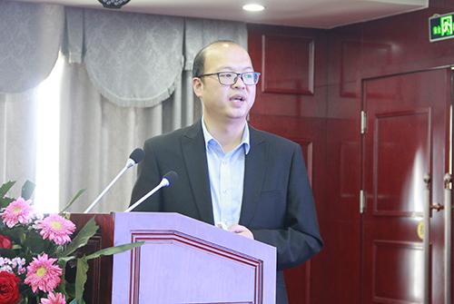 北京工业大学教授王建锋讲解《装饰水泥研究进展》技术知识。.JPG