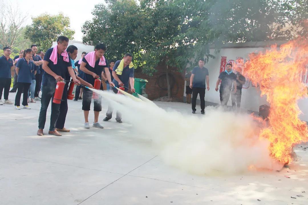 """防患于未""""燃""""——信阳灵石组织全员消防演练"""