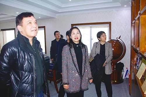省高检党组成员、副检察长胡保钢了解公司最新产品