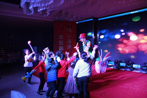 小丑表演!