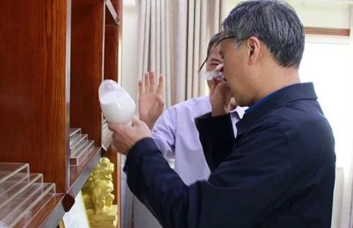 信阳市工业和信息化局党组成员、副局长易善将调研信阳灵石