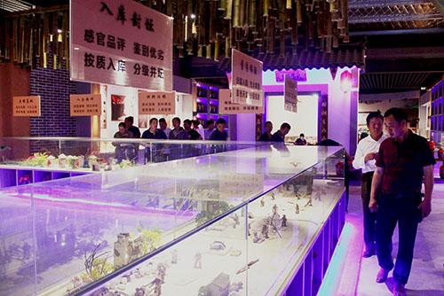 灵石科技组织员工参观信阳鸡公山酒业生产园区